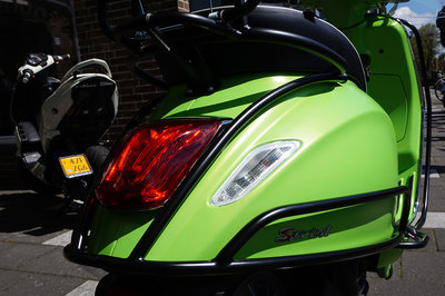 Vespa Sprint Matt Lime Mat Groen Custom