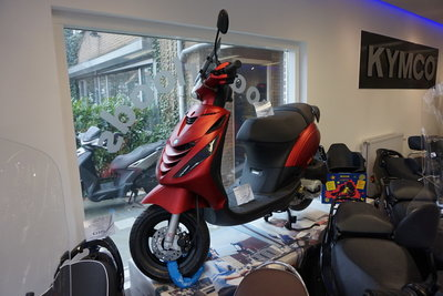 Piaggio Zip 4T Mat Rood SP Black Custom