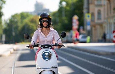 Yadea C-umi mat zwart Elektrische scooter RIJKLAAR