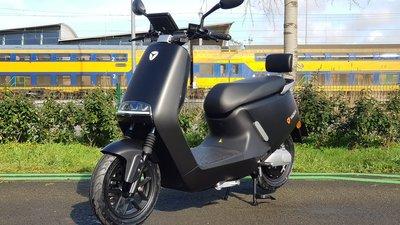 Yadea G5 mat zwart Elektrische scooter RIJKLAAR + €500,- CASHBACK!